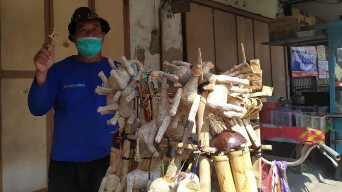 Kisah Pedagang Mainan Tradisional di Semarang, Tetap Keliling saat PPKM Darurat: Ora Obah Ora Mamah