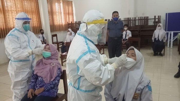 Satgas Covid-19 Kecamatan Jekulo Kudus Swab Antigen Acak para Pelajar