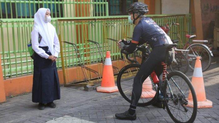 Cerita Anissa Tiap Hari Pergi-Pulang Sekolah Ngontel, Terkejut Dapat Hadiah Sepeda dari Ganjar