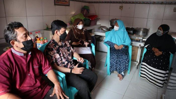 Dosen FPIK Undip Bantu Pelaku UMKM di Kota Tegal Olah Hasil Perikanan