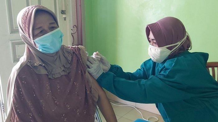 Ihwal Vaksinasi Door to Door di Tegal, Dinkes: Efektif untuk Lansia, Diminati Warga