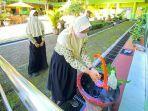 Siswa-di-Kabupaten-Tegal-menerapkan-protokol-kesehatan-prokes-di-antaranya-mencuci-tangan.jpg