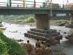 bupati-batang-wihaji-meresmikan-pembangunan-jembatan-di-kecamatan-tulis.jpg