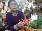 pedagang-cabai-dan-sayuran-di-pasar-trayeman-slawi-tonisah-saat-sedang-men.jpg