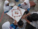 siswa-sd-sedang-belajar-membatik-di-museum-batik-pekalongan.jpg