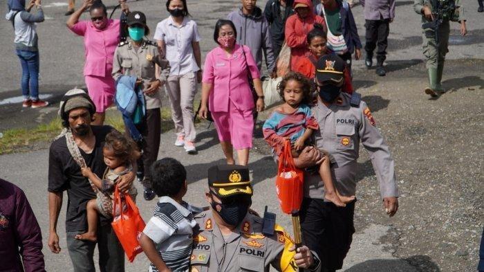 Warga Distrik Kiwirok Mengungsi karena Gangguan KKB, Dijemput Langsung oleh Satgas Nemangkawi