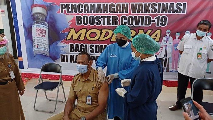 Nakes di Manokwari Dapat Booster Vaksin Covid-19 Tahap 3 Buatan Moderna