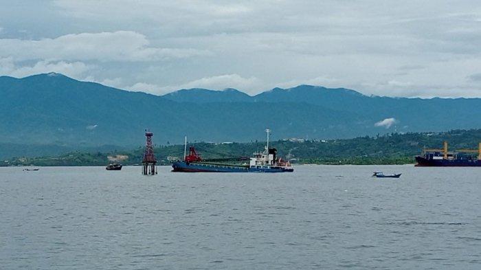 Kapal Kargo Bermuatan 2.220 Ton Semen Tujuan Timika Kandas di Perairan Manokwari
