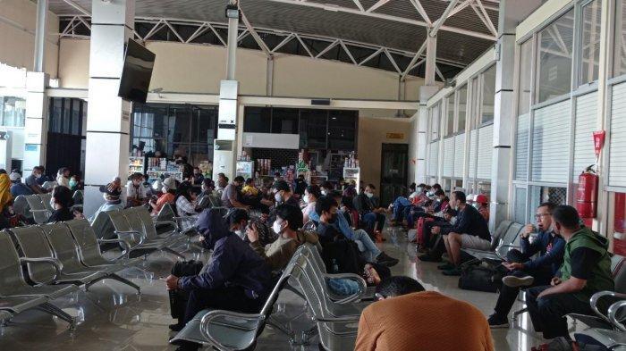 Calon Penumpang di Bandara Rendani Manokwari Papua Barat Abaikan Prokes Covid-19