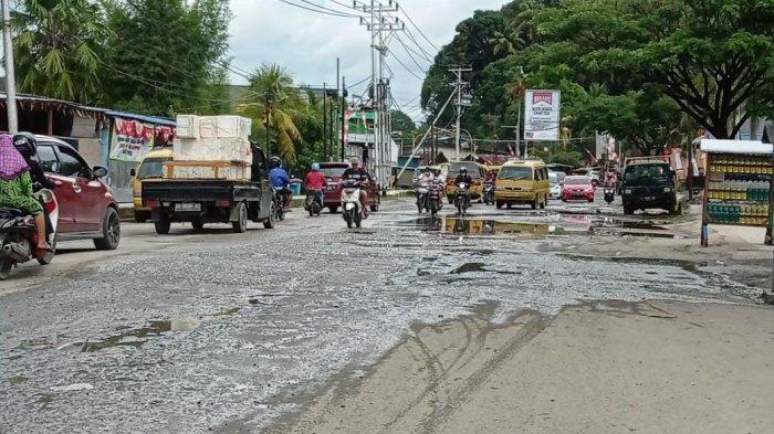 Jalan Provinsi di Kota Sorong Rusak, Sopir Angkot: Nanti Presiden Jokowi Tiba Baru Mulus
