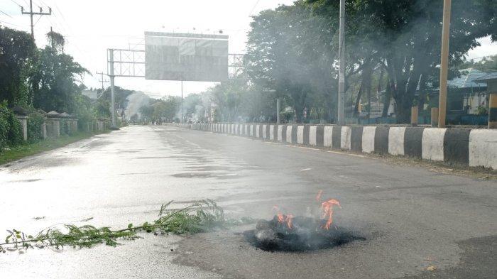 BREAKING NEWS: Sejumlah Warga di Sorong Blokade Jalan Utama