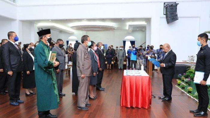 Gubernur Papua Sempat Menangis saat Sambutan di Pelantikan Pejabat Pemprov, Ini Penjelasan Jubir