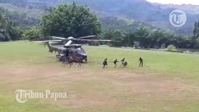 Viral Video Helikopter Evakuasi Anggota Polisi yang Terluka Ditembaki KKB, Sempat Kembali ke Oksibil