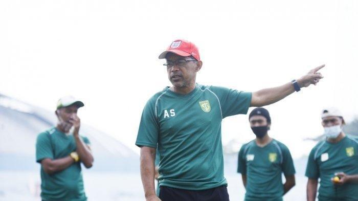 Kalah dari PSM Makassar, Pelatih Persebaya Akui Kecewa dengan Kesalahan Pemainnya Sendiri