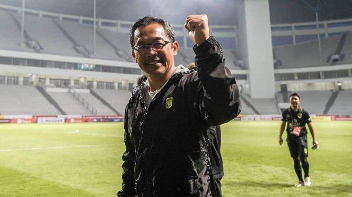 Bonek Kritik Aji Santoso karena Dianggap Menganakemaskan Rachmat Irianto di Persebaya Surabaya