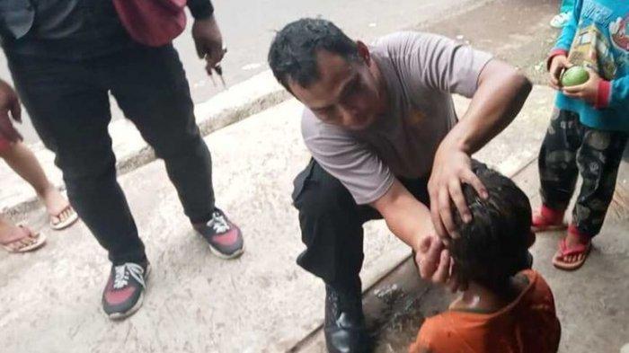 Detik-detik Polisi Selamatkan Anak yang Tercebur Sumur, Tubuh Korban Sempat Terjatuh saat Ditarik