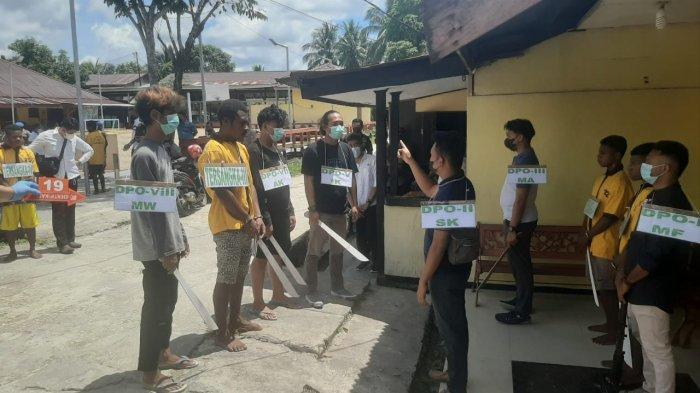 Polisi Gelar Rekonstruksi Kasus Penyerangan Posramil Kisor, 7 Tersangka Peragakan 93 Adegan