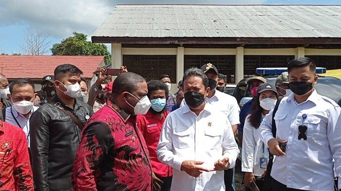 Kunjungi Kampung Nelayan Borobudur Manokwari, Menteri KKP: Akan Kita Perbaiki Jadi Lebih Maju