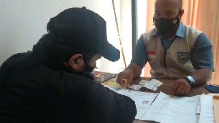 Ketahuan Bawa Kartu Vaksin dan Surat PCR Palsu di Bandara Sorong, Penumpang Ini Bakal Diproses Hukum