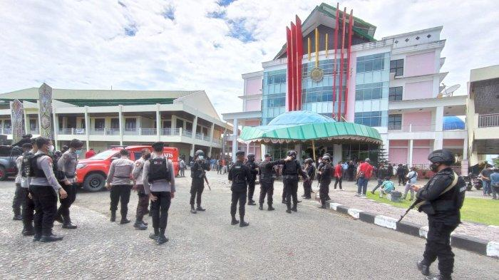 Buntut Aksi Demo yang Berakhir Ricuh, Unipa Manokwari Tunda Wisuda dan PKKMB