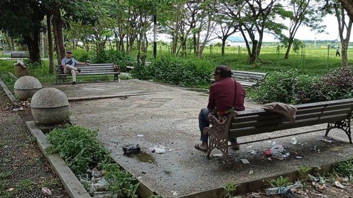 Taman Sorong City Penuh Sampah Berserakan dan Dijadikan Tempat Mabuk