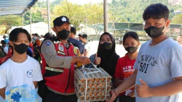 Gencarkan Vaksinasi, Polda Papua Beri Hadiah Sembako hingga Uang untuk Warga yang Mau Divaksinasi