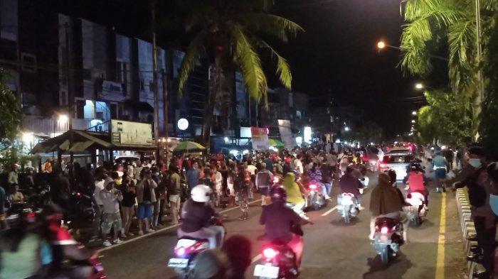 Masyarakat yang Sambut Kedatangan Jokowi di Sorong Membludak, Aparat Keamanan Sempat Kewalahan