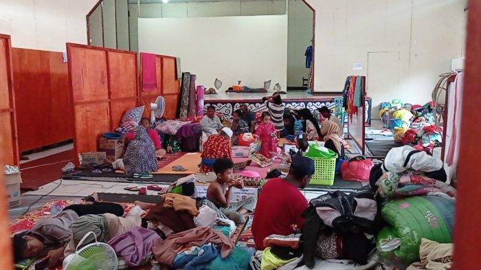 sejumlah pengungsi korban kebakaran di wilayah Borobudur