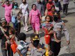 Aparat-keamanan-melaksanakan-evakuasi-warga-dari-Distrik-Kiwirok.jpg