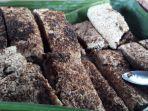 Gani-Nu-sagu-bakar-makanan-khas-warga-di-Lopintol-Raja-Ampat.jpg