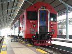 Kereta-api-di-Stasiun-Solo-Balapan.jpg