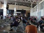 Kerumunan-di-Bandara-Rendani.jpg