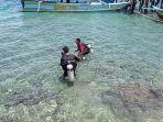 Oenyelam-dari-Komunitas-Ketapang-Dive-Kwawi-hendak-tanam-terumbu-karang.jpg