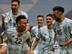 Pemain-Argentina-Lautaro-Martinez-kiri-bawah.jpg