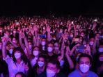 Penonton-menunggu-dimulainya-konser-musik-rock.jpg