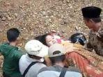 Perempuan-hamil-yang-ditandu-untuk-dibawa-ke-Puskesmas-Silo-2-Kabupaten-Jember.jpg