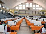 Peserta-seleksi-CPNS-Pemkot-Surabaya-bersiap-mengikuti-tes-di-GOR-Pancasila.jpg