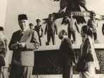 Presiden-Soeharto-jadi-inspektur-upacara-Hari-Kesaktian-Pancasila-di-Lubang-Buaya.jpg