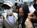 Rachel-Vennya-didampingi-kuasa-hukumnya-saat-tiba-di-Polda-Metro-Jaya.jpg