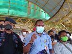 Rektor-Universitas-Papua-Meky-Sagrim-saat-menggelar-jumpa-pers.jpg
