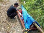Tim-medis-dari-Puskesmas-Elpaputih-berikan-pertolongan-pertama-bagi-Yuliana.jpg