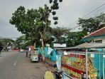 pedagang-kaki-lima-di-Rangkasbitung-Lebak-Banten-memasang-bendera-putih.jpg