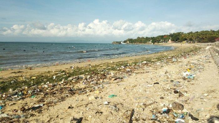 Pantai Nunhila Kota Kupang Dipenuhi Sampah
