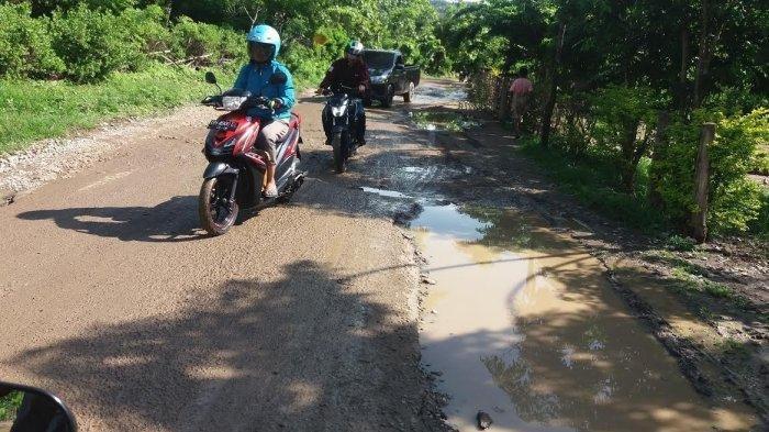 Hati-Hati, Kondisi Jalan Provinsi Ruas Halilulik-Welaus Rusak