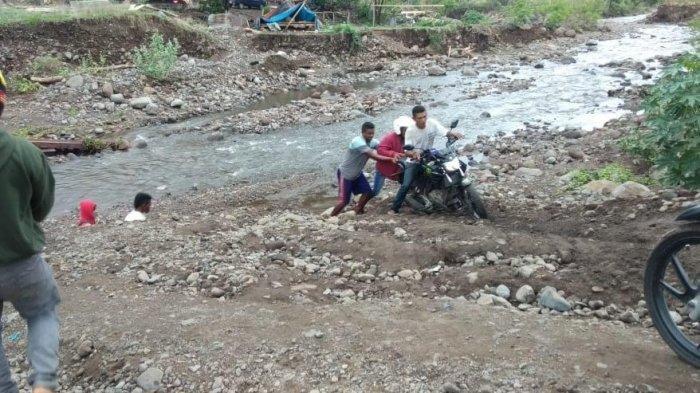 Jembatan Dagemage Hanyut Terbawa Banjir, Jalan Trans Utara Flores Lumpuh Total