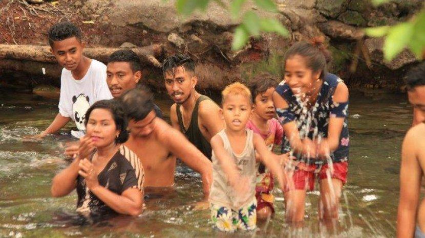Wow! Sebanyak 7.135 Pengunjung Berwisata ke Wisata Alam Air Panas Mengeruda, Ngada