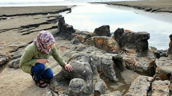 Cerita Rakyat Sumatera Barat : Malin Kundang, Si Anak Durhaka Dikutuk Jadi Batu