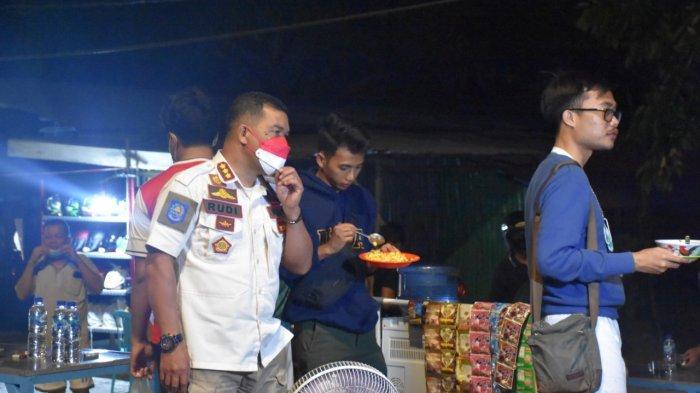 Kegiatan operasi PPKM Level IV Kota Kupang itu dimulai sekitar jam 18.00 Wita itu dipimpin langsung oleh Kasat Pol PP Kota Kupang, Rudi Abubakar, S.Sos, M.Si di wilayah Kota Kupang.