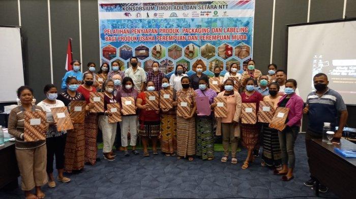 Perempuan Tukang Tambal Ban di Biloto Kabupaten TTS, Jois Bangga Dapat Sertifikat Ijin Berusaha