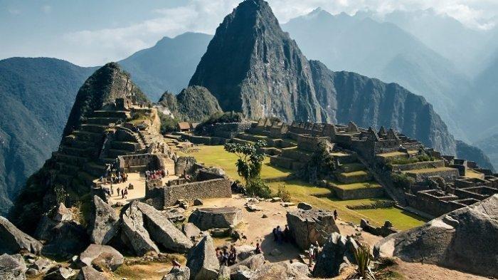 Machu Picchu adalah situs bersejarah di Cuzco, Peru.Tahun 1983 UNESCO memilih Machu Picchu sebagai 7 keajaiban dunia.